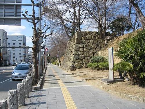 姫路城の外郭部の土塁、石垣