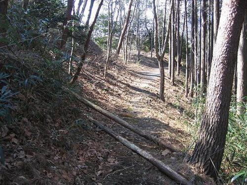 桐生城本丸下の道